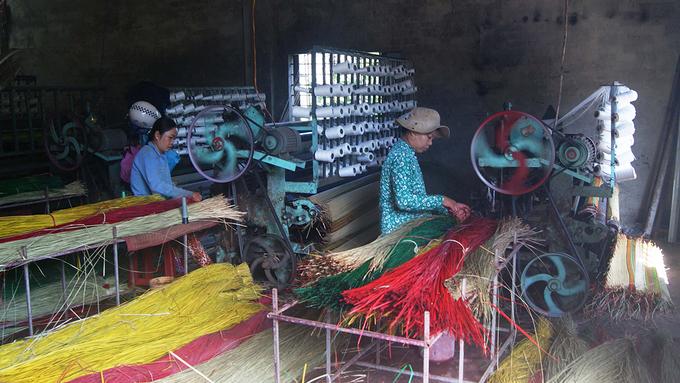 Phần lớn lao động tại làng là nữ.