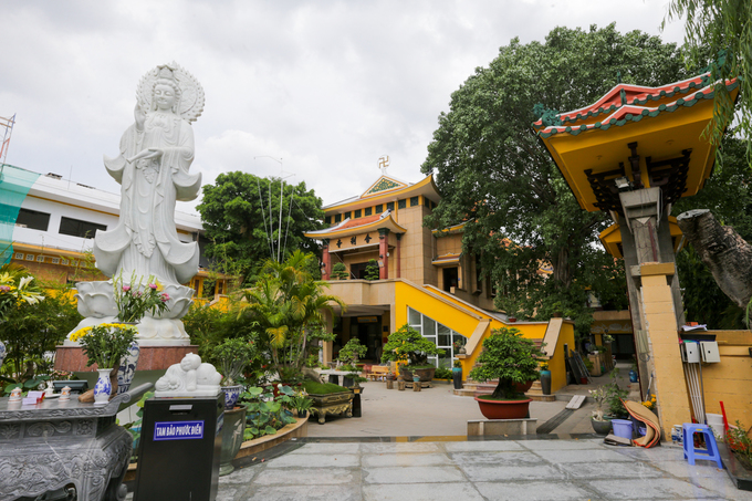 Không gian không quá rộng lớn nhưng kiến trúc, lịch sử khiến chùa Xá Lợi là một trong những chùa nổi bật ở Sài Gòn, thu hút nhiều người tham quan