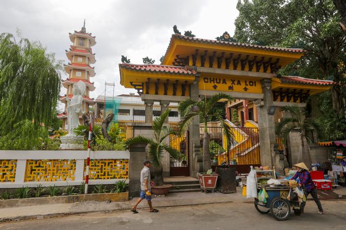 Chùa có tên ban đầu là chùa thờ Xá Lợi. Người dân quen gọi tắt là chùa Xá Lợi nên khi khánh thành, trụ trì chùa đã đặt tên chùa như hiện nay cho hợp lòng người.