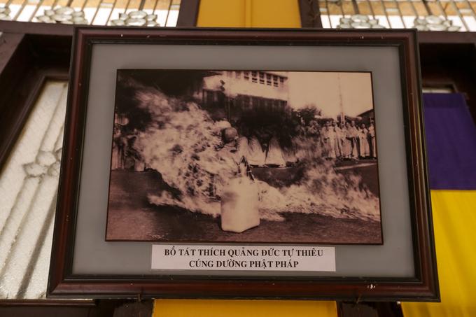 Chùa Xá Lợi còn là nơi nhục thân của bồ tát Thích Quảng Đức, được thỉnh về an táng sau khi ngài tự thiêu. Hành động này nhằm phản đối sự đàn áp Phật giáo của chính quyền Việt Nam Cộng hòa Ngô Đình Diệm năm 1963. Quanh chùa, hiện còn treo nhiều ảnh tư liệu về sự kiện này.