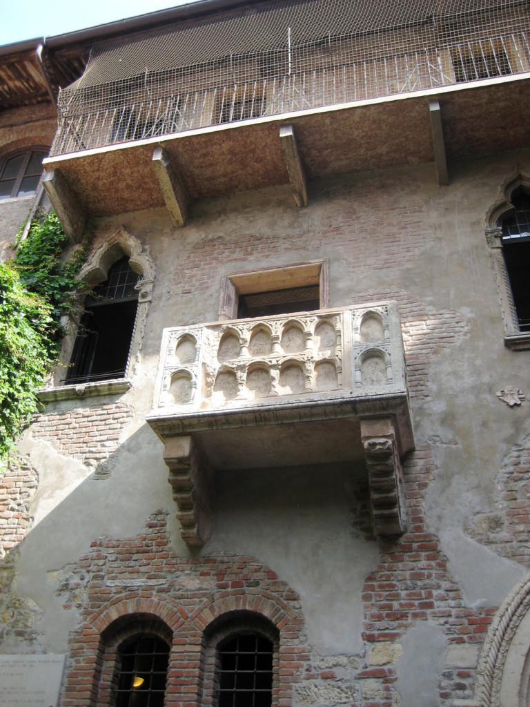 Ban công ngôi nhà nàng Juliet diễm lệ