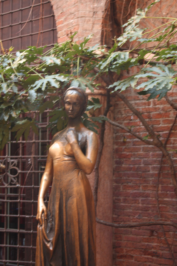 Tượng nàng Juliet