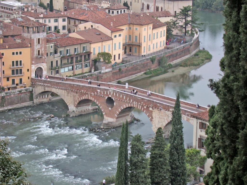 Cầu Ponte Romano Da Cast San Pietro