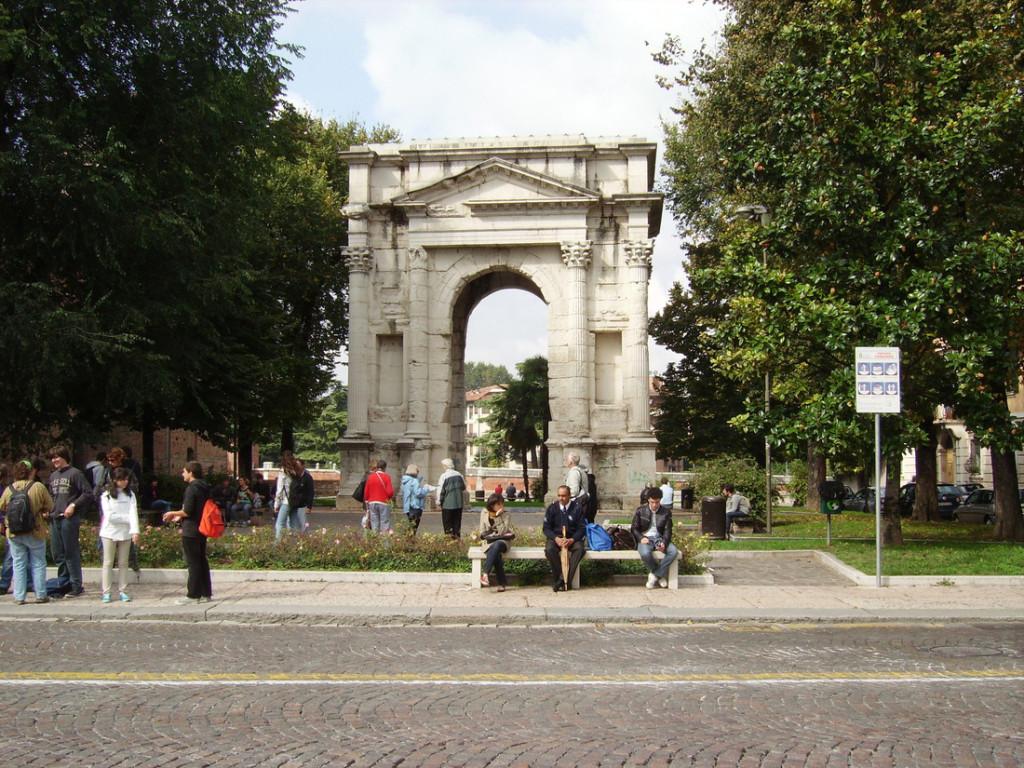 Cổng chào Arco dei Gavi chỉ có một mái vòm