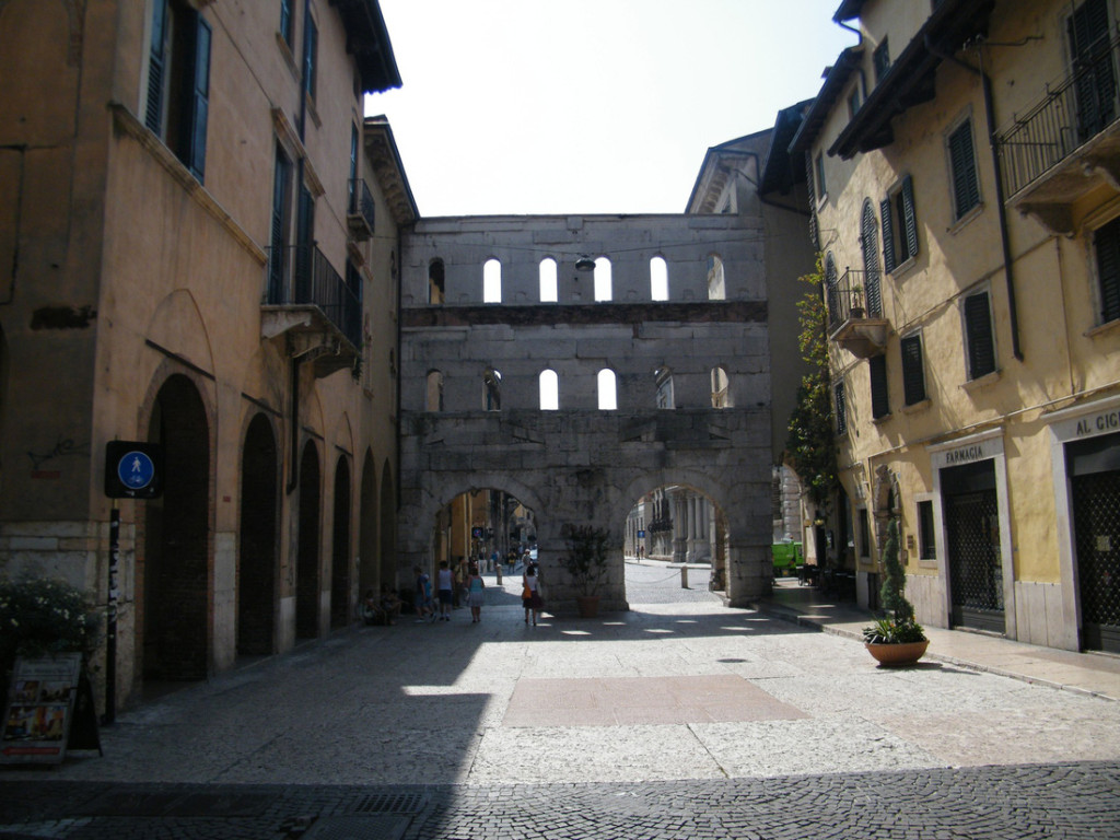 Khải hoàn môn Porta Borsari