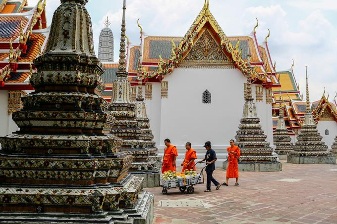 Được xây dựng từ thế kỷ 16 trong thời vua Ayutthaya, ngôi chùa nhiều lần được trùng tu. Ngày nay, khuôn viên chùa gồm 91 tháp thờ hình tròn (còn gọi là chedi), gồm 71 tháp nhỏ và 20 tháp lớn.