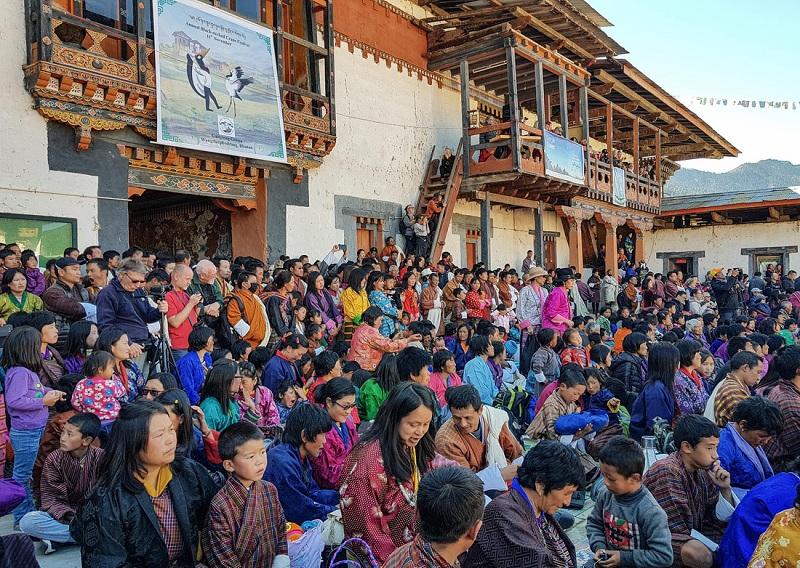 Đám đông xem lễ hội - Ảnh: Hải Piano