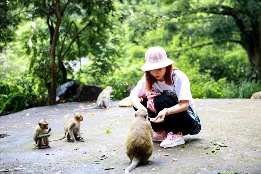 Đảo Khỉ là điểm du lịch hấp dẫn với bãi biển riêng, nhiều dịch vụ giải trí trên biển hấp dẫn, cùng với khu nghỉ dưỡng Monkey Island Resort đẳng cấp. Ảnh: Chacdin.