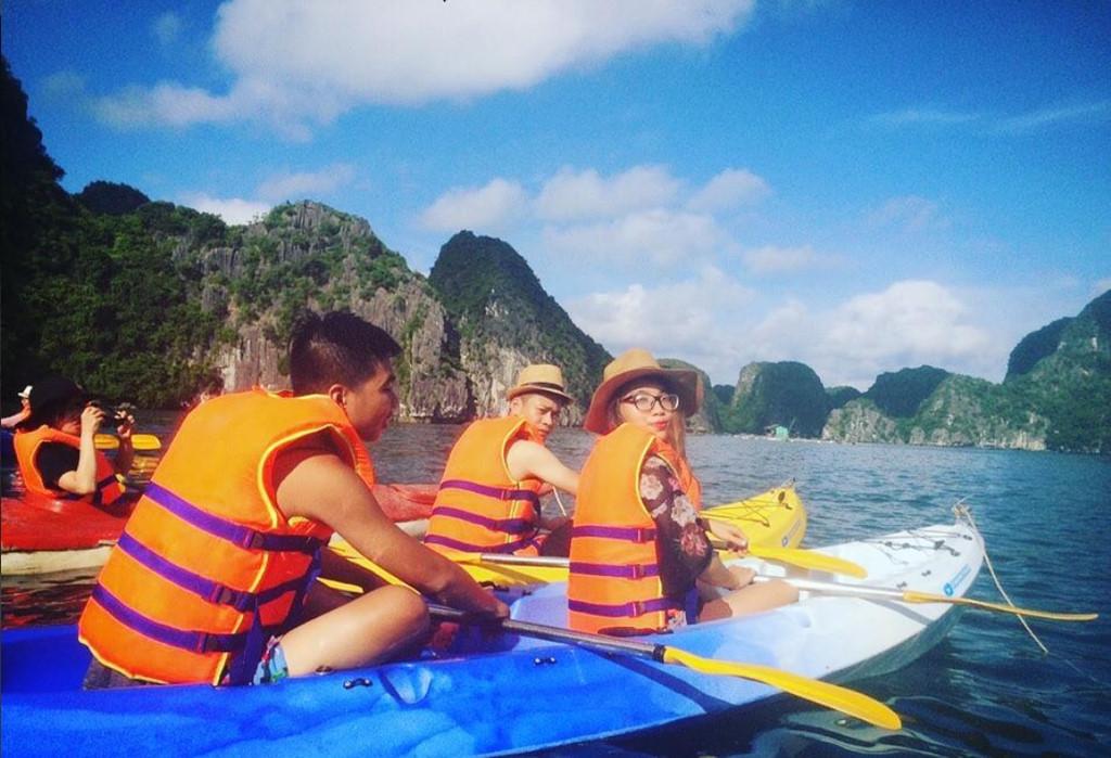 Chèo thuyền kayak trên vịnh Lan Hạ là trải nghiệm tuyệt vời, dành cho người ưa thích phiêu lưu mạo hiểm. Ảnh: Leepham - Gabor Tokes.