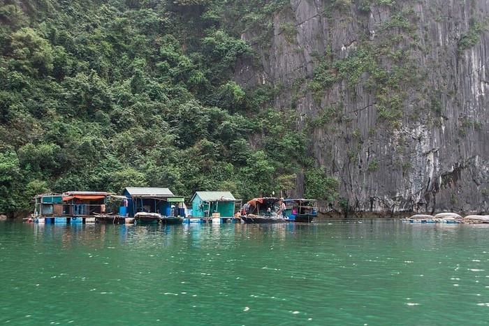 Làng chài Việt Hải - Điểm đến không thể bỏ qua bởi phong cảnh sơn thủy hữu tình, cùng không khí bình dị đặc trưng của làng quê miền Bắc. Ảnh: RyanJolie.