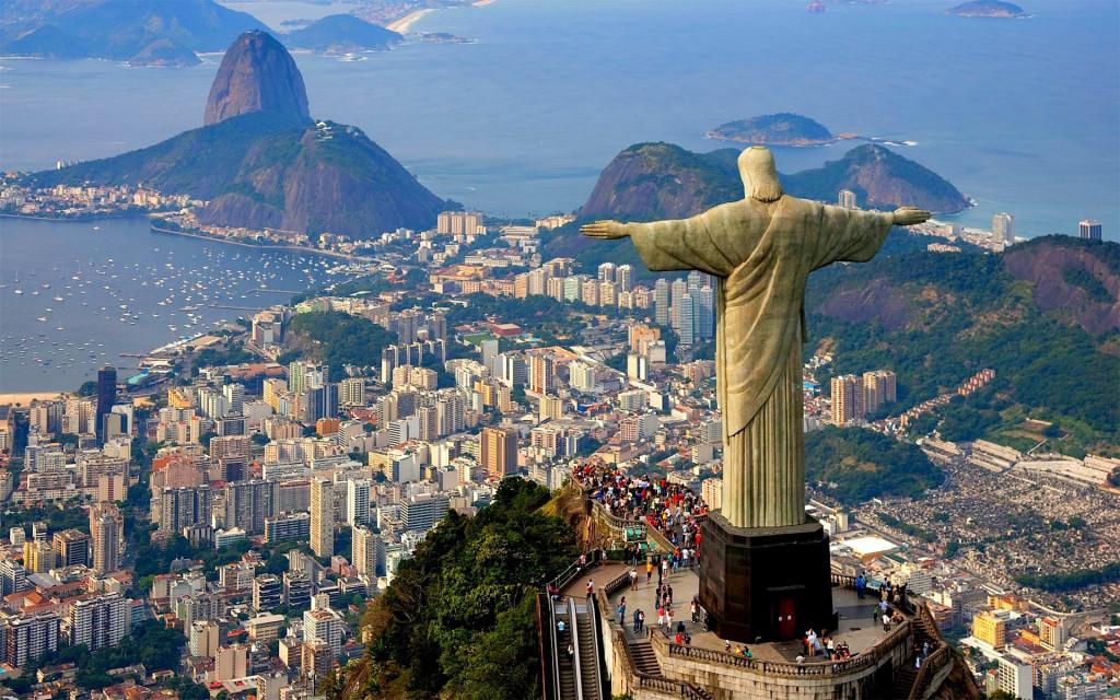 Biểu tượng của Brazil chính là công trình tượng Chúa cứu thế (Cristo Redentor), được xây dựng trên đỉnh núi Corcovado. Bất cứ ai hành hương tới thành phố Rio de Janero từ mọi hướng đều có thể ngắm nhìn biểu tượng này từ xa.
