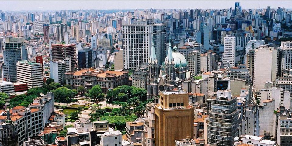 Hình ảnh những toà nhà chọc trời xen kẽ với các khu nhà ổ chuột tồi tàn dường như đã trở thành biểu tượng đặc trưng khi nhắc đến Sao Paulo.