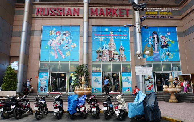 Trên đường Võ Văn Kiệt (quận 1, TP HCM) có khu chợ Nga với tổng diện tích khoảng 2.000 m2. Chợ hình thành năm 2000 do một du học sinh từng học tập ở Nga (Liên Xô cũ) thành lập từ tình yêu với xứ sở bạch dương. Tại đây, mỗi ngày tiếp đón hàng nghìn lượt khách trong và ngoài nước đến tham quan, mua đồ.