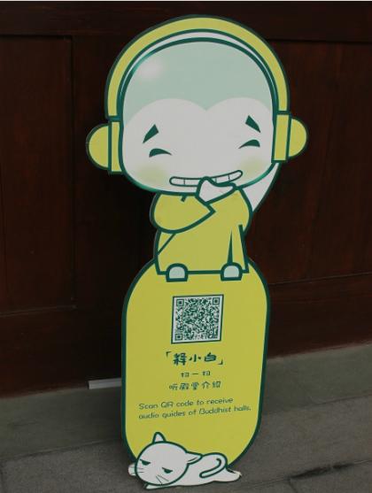 Vào chùa cùng dùng mã QR.
