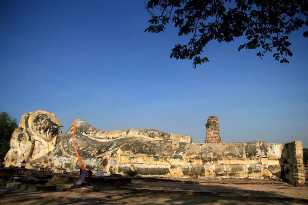 Tượng Phật nằm cao 8m và dài khoảng 29m. Ảnh: Dương Quán Hạ