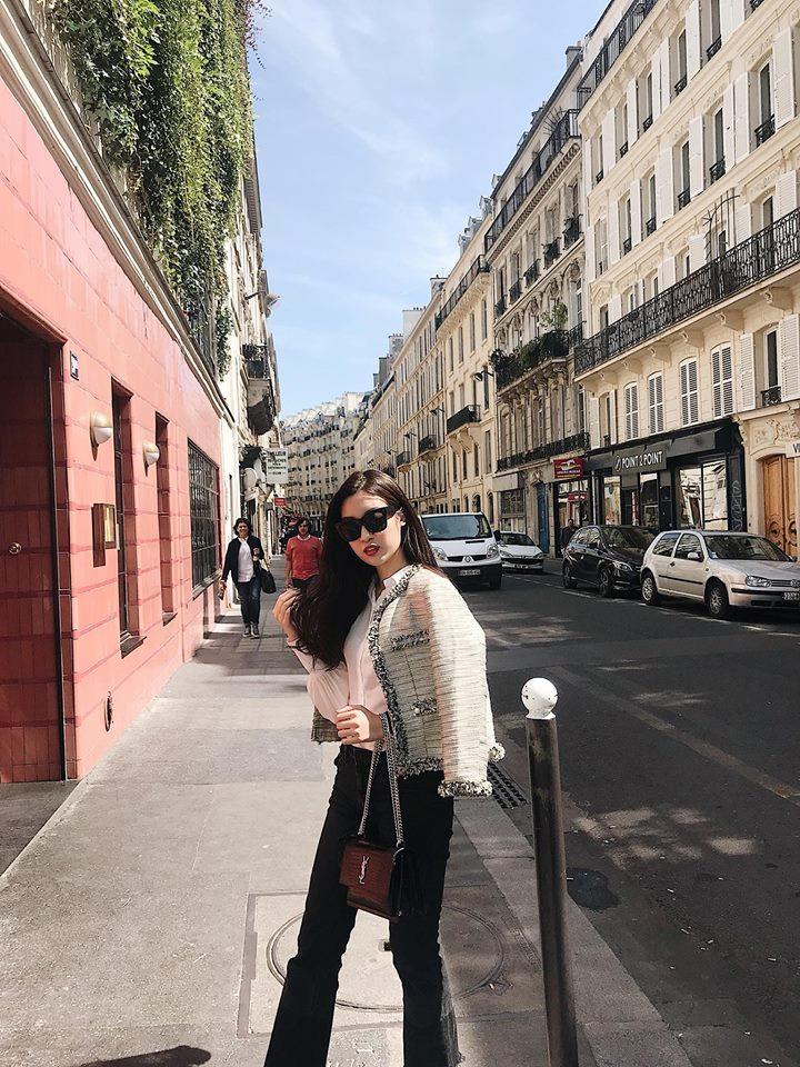 Một số hình ảnh check-in của Đỗ Mỹ Linh tại Paris. Chia sẻ trên trang cá nhân, Hoa hậu rất vui khi được bạn đưa đi tham quan khắp ngõ ngách của thành phố.
