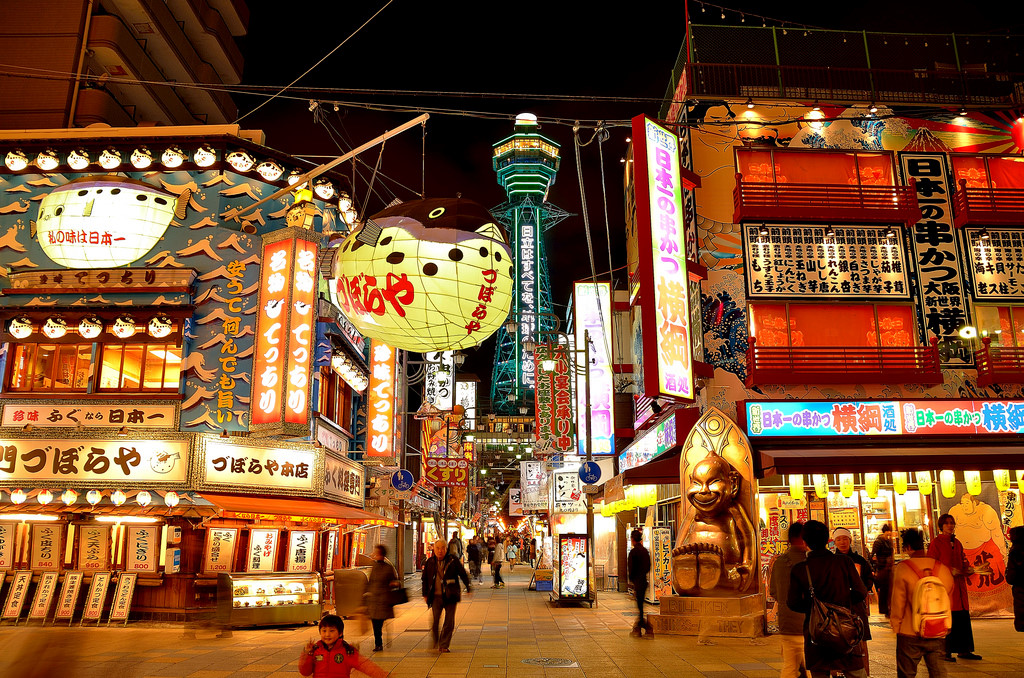 Shinsekai là khu mà bất kì tín đồ đam mê mua sắm đều yêu thích. Ảnh: Gigcasa.