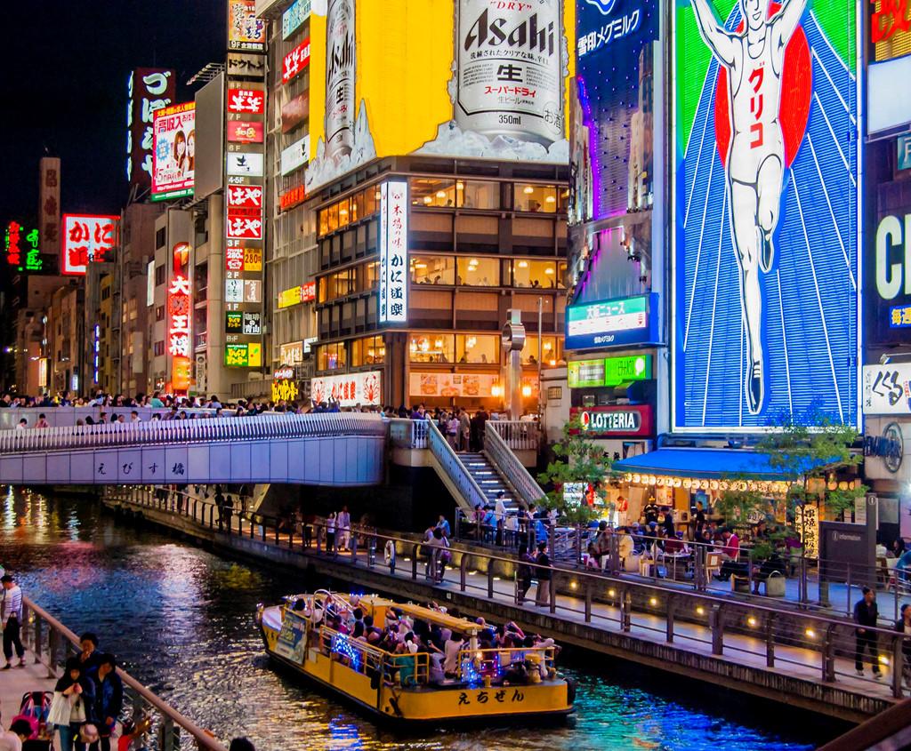 Đến Osaka bạn không thể bỏ qua khu Minami Namba, tận hưởng hết sự sôi động về đêm ở khu ăn chơi này mới cảm nhận được nét văn hóa của Osaka. Ảnh: Clubsnaposaka.