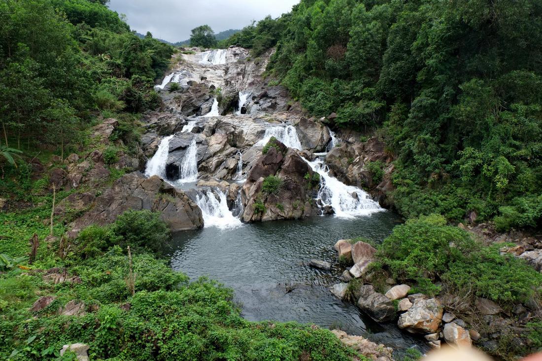 Thác Ồ Ồ và hồ bơi sinh thái trên sông Tiên. Ảnh: Dương Minh Bình