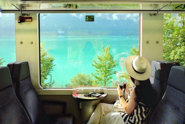 """Phương tiện di chuyển tại Thụy Sĩ chủ yếu bằng tàu. Kiều Trang chia sẻ: """"Dạo quanh Thụy Sĩ nhiều vòng, có những ngày mình ngồi tàu tới 8 giờ đồng hồ, cũng có những ngày ra khỏi nhà lúc 12h trưa và trở về khi 1h sáng. Tuy mệt, nhưng đây cũng là trải nghiệm vô cùng đáng nhớ của mình cùng bạn bè."""""""