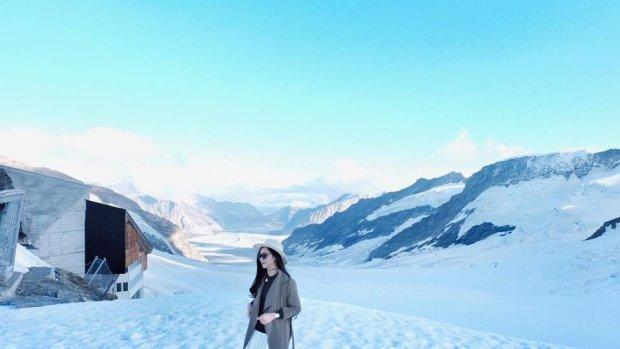 Dòng sông băng là địa điểm nhất định phải ghé qua khi tới Thụy Sĩ, để tận mắt chiêm ngưỡng một màu trắng xóa bao trùm cả không gian và cảm nhận vẻ đẹp đi vào lịch sử của miền đất này.