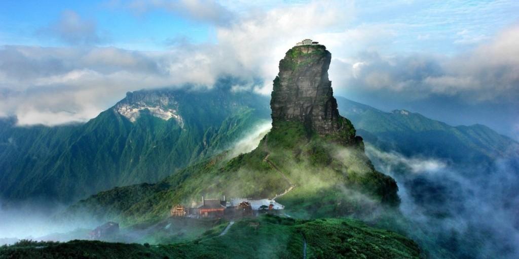 Khu bảo tồn thiên nhiên Fanjingshan, Trung Quốc Nằm ở tỉnh Quý Châu, khu bảo tồn vừa được UNESCO công nhận là di sản thiên nhiên thế giới. Với độ cao 2.570m so với mực nước biển, khu bảo tồn hiện có rất nhiều loài động thực vật quý hiếm. Các đảo đá ở Fanjingshan cũng từng là nơi sinh sống của nhiều loài có nguồn gốc từ 65 triệu năm trước.