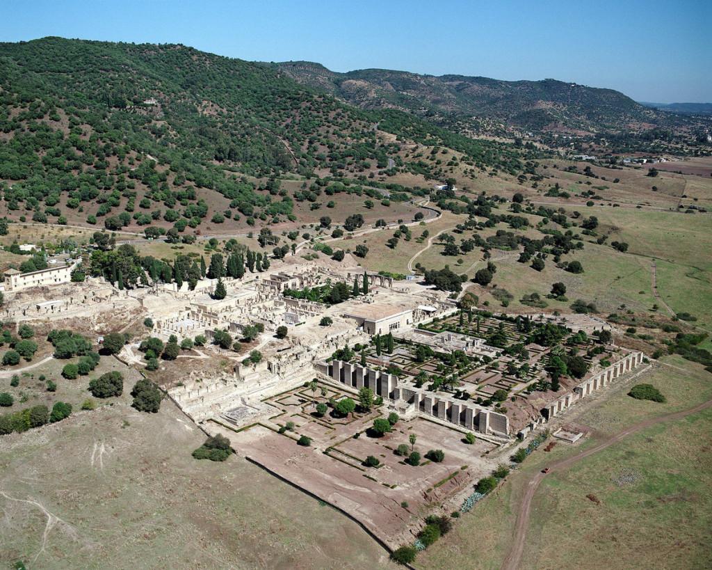 Thành phố Medina Azahara, Tây Ban Nha Công trình này được xây từ thế kỷ thứ 10, được cai trị bởi đế chế Hồi giáo Caliphate. Thành phố bị bỏ hoang sau một cuộc nội chiến. Đến đầu thế kỷ 20, nơi này mới được phát hiện với các tàn tích như đường, cầu cống, hệ thống nước còn nguyên vẹn.