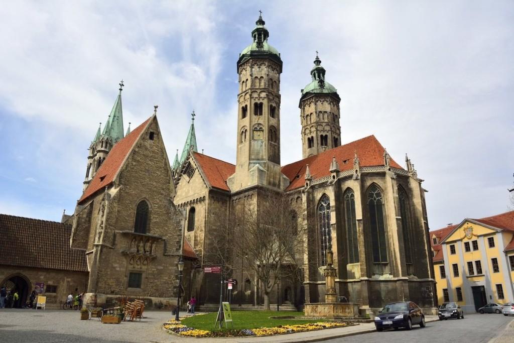 """Nhà thờ Naumburg, Đức Khi được công nhận là Di sản thiên nhiên, nhà thờ này được UNESCO miêu tả là một """"tuyệt tác nghệ thuật thời trung cổ về kiến trúc"""" với cả phong cách Roman và Gothic. Một số phần của nhà thờ được xây dựng từ thế kỷ 13."""