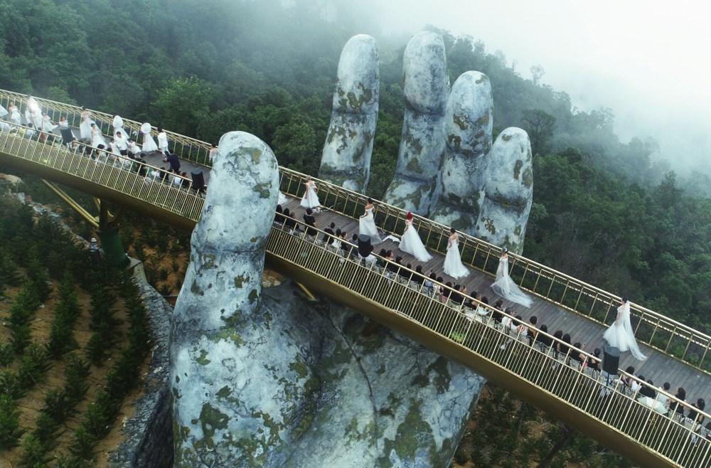 Tháng 11 rồi đến Đà Nẵng check in cùng cây cầu vàng tuyệt đẹp