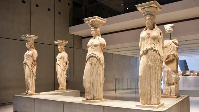 Công trình này tiêu tốn hơn 130 triệu EUR và mất tới 10 năm để hoàn thành. Bảo tàng Acropolis là niềm tự hào của người dân Hy Lạp với những minh chứng rõ nét về một nền văn minh cổ đại bậc nhất thời xưa.