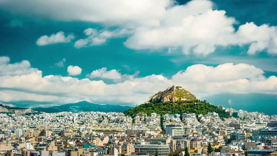 Đồi Lycabettus: Có độ cao 277 m so với mực nước biển, đồi Lycabettus là điểm cao nhất của thủ đô Athens. Chặng đường lên đỉnh đồi vòng quanh núi thực sự thử thách sức chịu đựng và kiên trì của mỗi du khách, đặc biệt trong mùa hè.