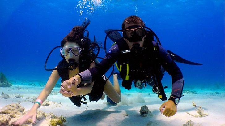 Trong khi đó, vùng nước tĩnh lặng ở phía Đông Bali lại rất thích hợp cho các hoạt động lặn biển, ngắm san hô như lặn với bình dưỡng khí, hoặc lặn với ống thở và kính bơi. Ảnh: Eco-globe.com.