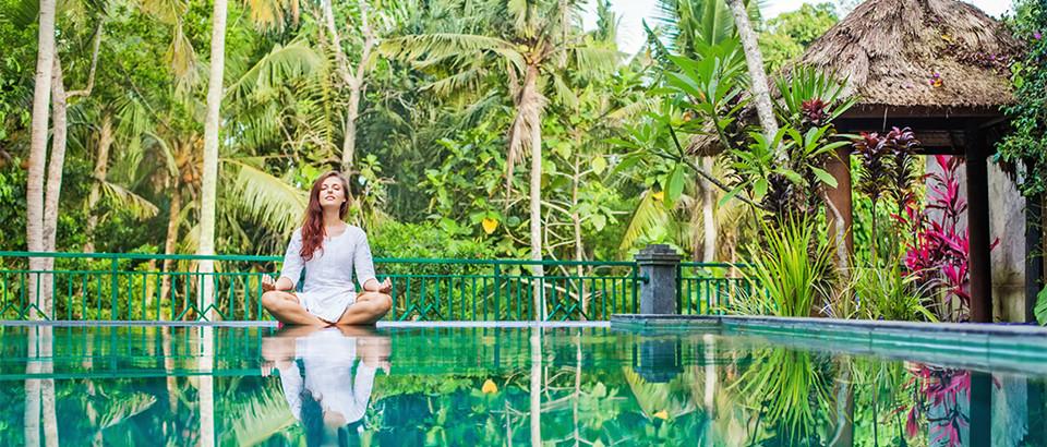 5. Chăm sóc sức khỏe ở Ubud: Ubud không chỉ là trung tâm văn hóa truyền thống của Bali, mà giờ đây còn là trung tâm của một phong trào chăm sóc sức khỏe toàn diện. Bạn có thể học yoga tại The Yoga Barn, hay ghé nhà hàng The Seeds of Life thưởng thức ẩm thực tươi sống, giải độc. Ảnh: Myhandbook.com.