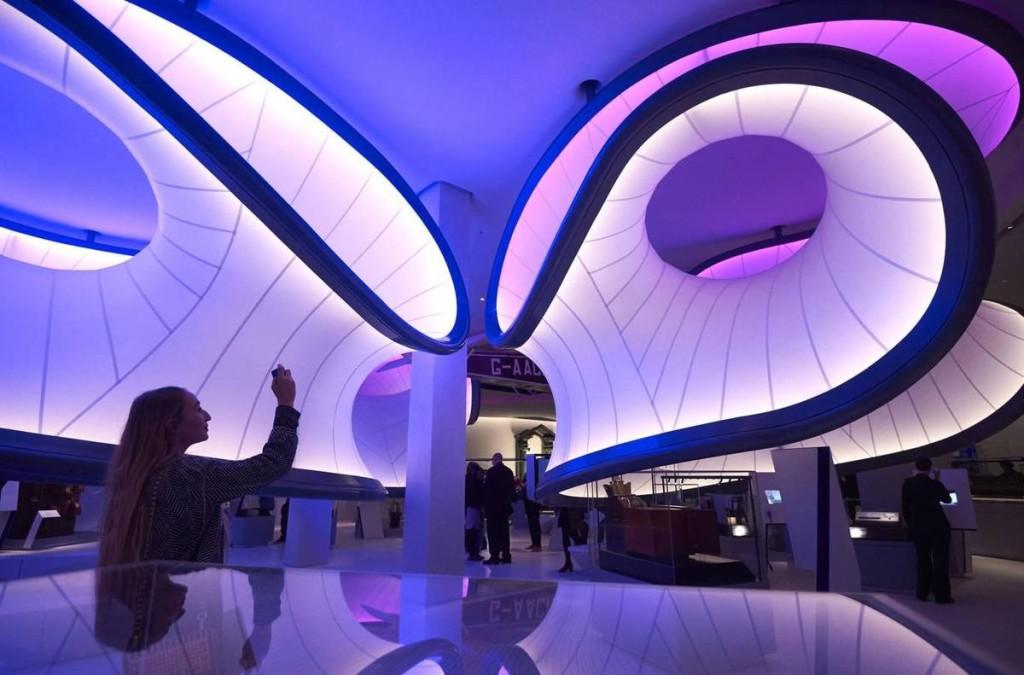 Bảo tàng khoa học London là một trong những điểm đến khá hay ho dành cho người có trí tưởng tượng bay xa. Chỉ cần xoay góc máy, bạn có thể khiến người xem liên tưởng đến hình ảnh người ngoài hành tinh nhờ cách thiết kế và ánh sáng bên trong tòa nhà.