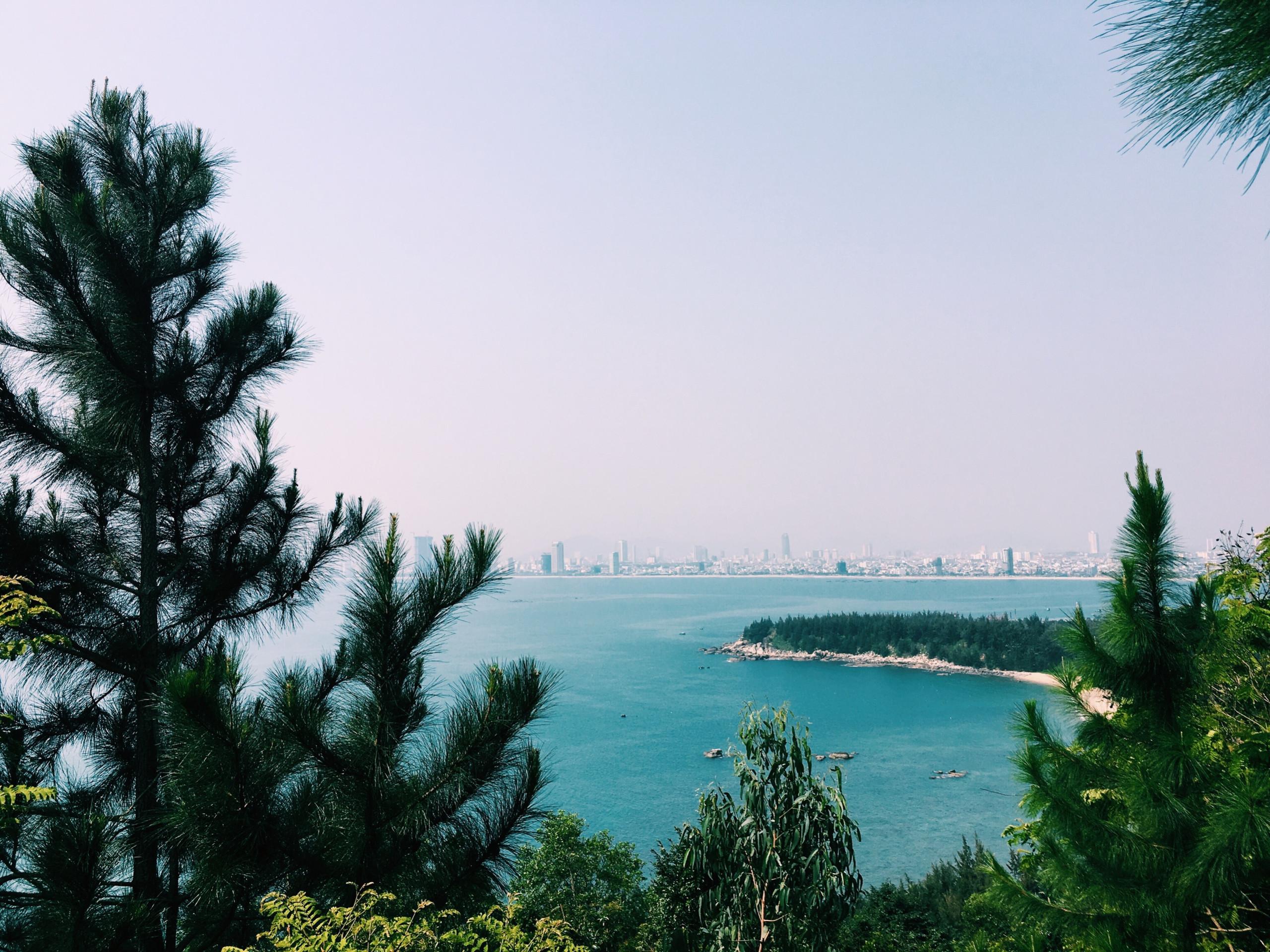 View biển ở chùa Linh Ứng