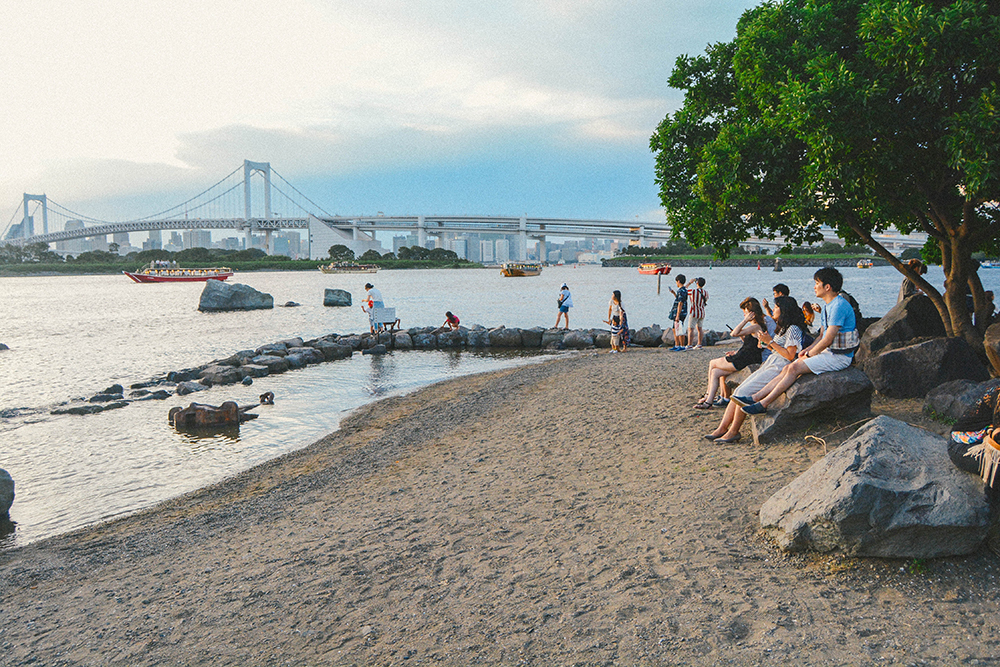 Bạn có thể chạy chân trần trên cát hay nhúng chân xuống làn nước biển mát lành, xua tan đi căng thẳng mệt mỏi của nhịp sống hiện đại, nhiều áp lực ở Tokyo.