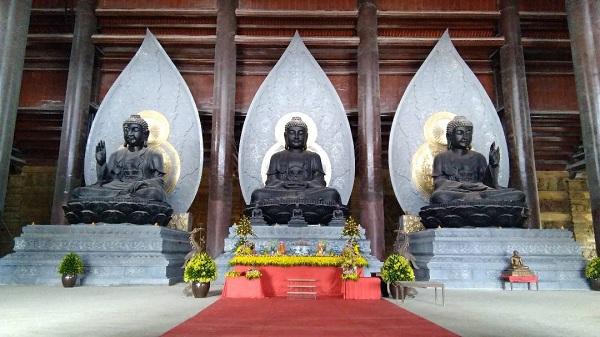 Điện Tam Thế ở chùa Tam Chúc với ba pho tượng Phật đẹp tráng lệ: Ảnh Ngọc Xen