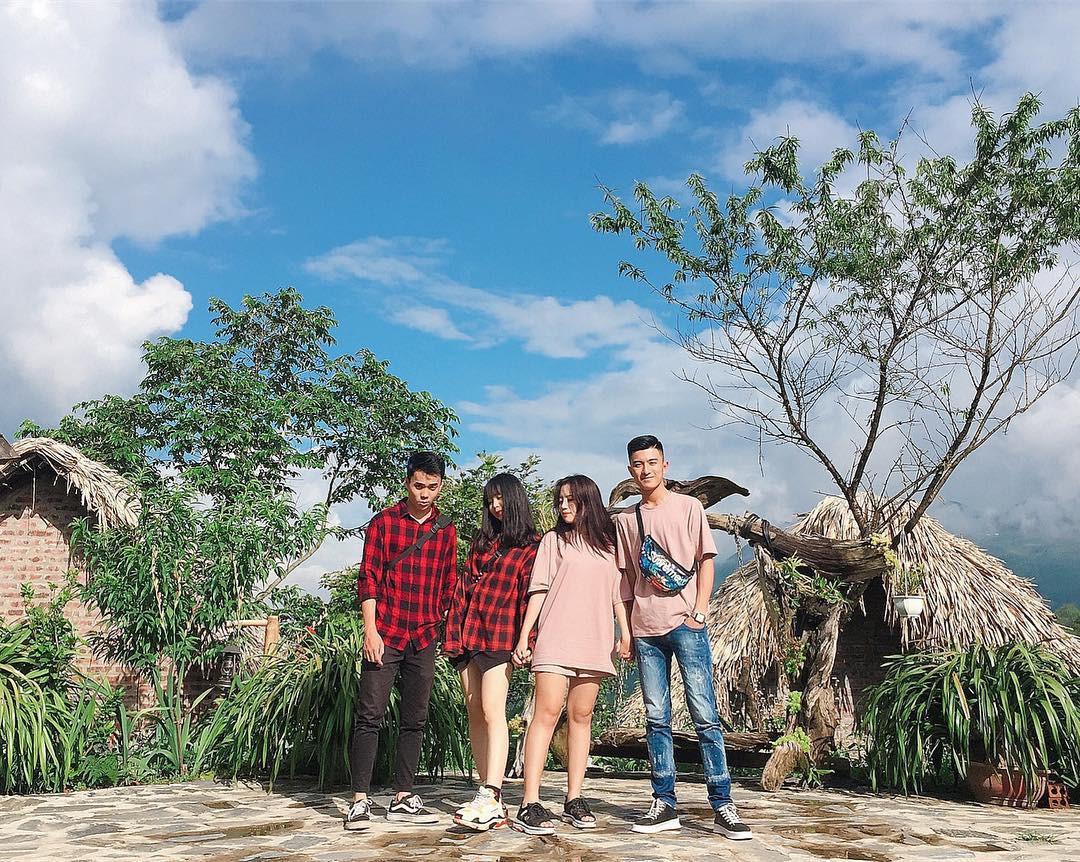 Và những bức ảnh check-in chất lừ trong khung cảnh tuyệt đẹp ở Sa Pa cũng sẽ là điểm nhấn đặc sắc cho chuyến đi cùng hội bạn thân. Ảnh: Lê Hương, Linh Hương Trần, @tuoidontcare.