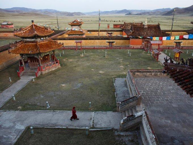 Các nhà sư trẻ rất mong mỏi có thể phục hồi nền Phật giáo rực rỡ trong quá khứ của quốc gia.