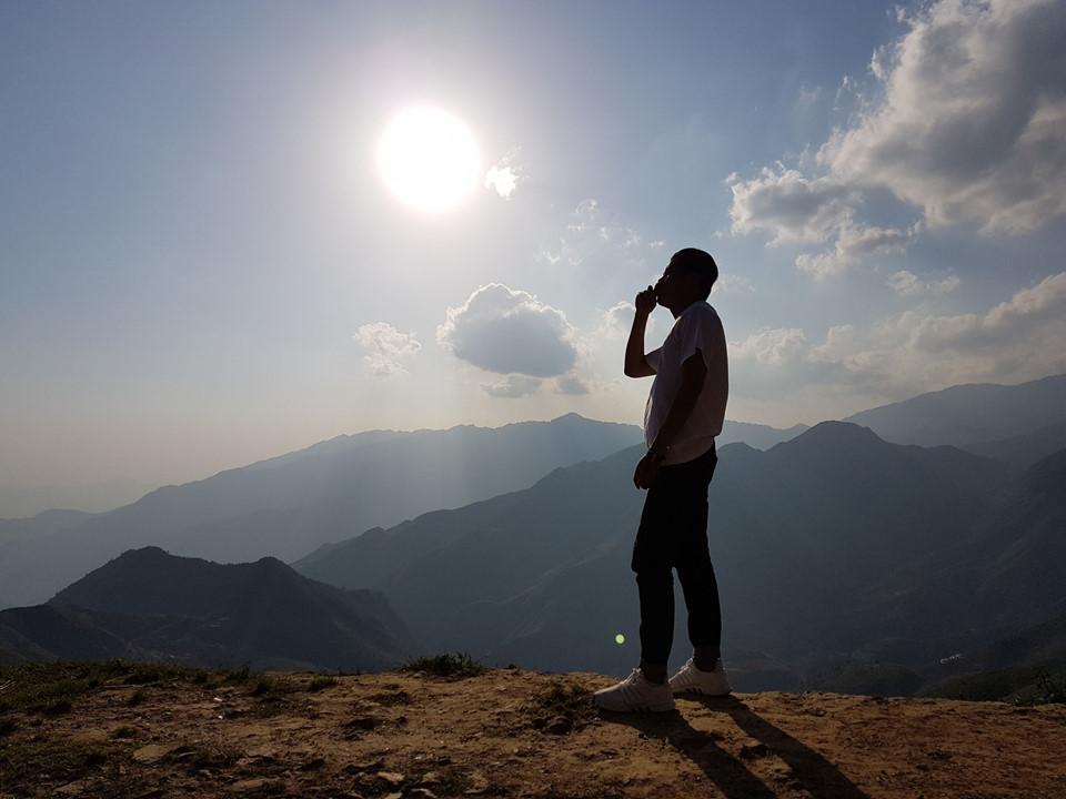 Trên đường từ Tà Xùa đến Xím Vàng, bạn cũng dễ dàng có cho mình những bức ảnh sống ảo đầy nghệ thuật, tâm tư trong một chiều đầy nắng. Ảnh: Quang Thắng.