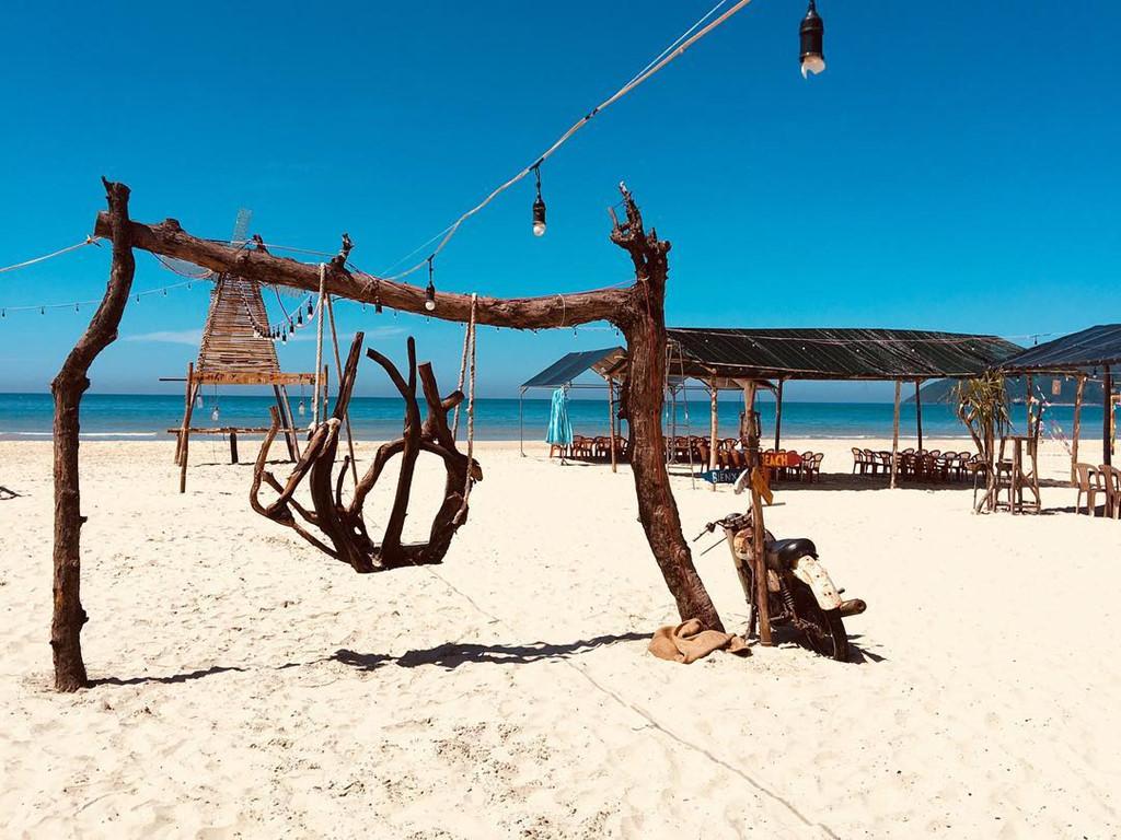 """Biển Cảnh Dương là điểm đến cho những tín đồ """"sống ảo"""" cũng như nơi lưu giữ kỷ niệm tuổi thanh xuân cùng bạn bè."""