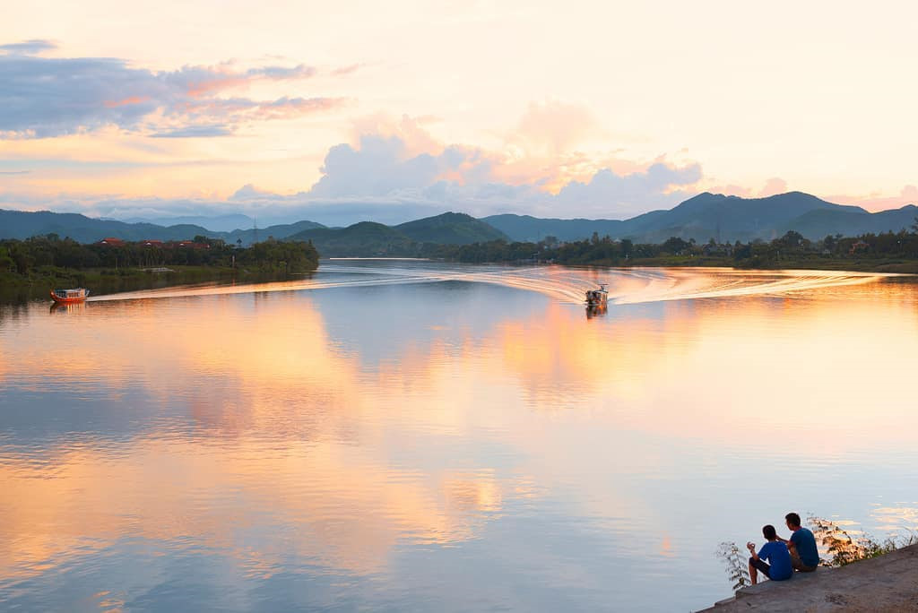 Sông Hương là cuốn sách giúp du khách hiểu sâu sắc hơn về Huế và con người Huế. Ảnh: @nikk8.