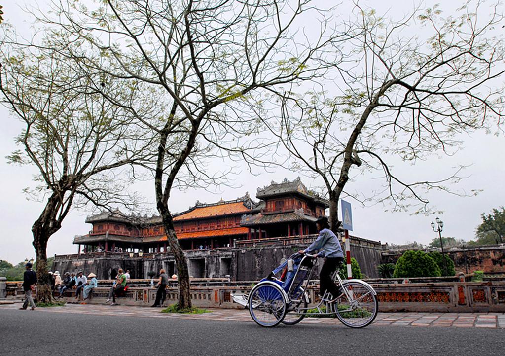 Xích lô - nét văn hóa đặc trưng rất riêng ở chốn kinh kì thành phố Huế. Ảnh: annamtour.
