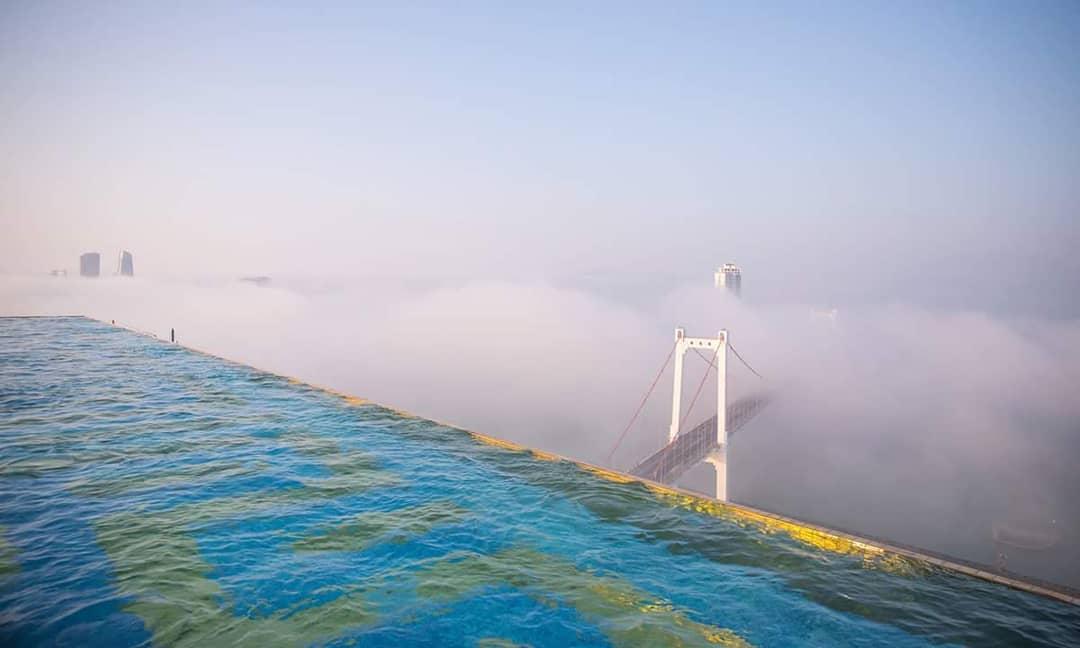 Hồ bơi vô cực trên mây