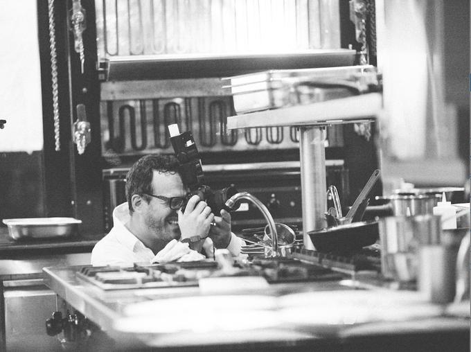 Christian Berg là nhiếp ảnh gia Đức, hiện sống và làm việc tại TP HCM. Ông có bằng nghiên cứu về Đông Nam Á và trôi chảy tiếng Anh, Đức và Việt. Các tác phẩm của Christian từng xuất hiện trên New York Times, Wallstreet Journal, Financial Times, National Geographic Traveler, Glamour, Forbes...