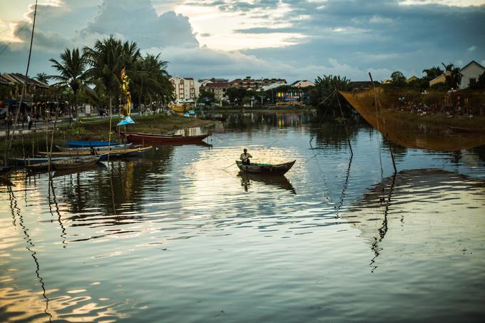 Ảnh chụp tại sông Hoài, bên đường Bạch Đằng.