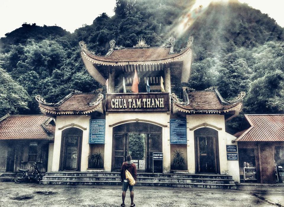 """2. Chùa - động Tam Thanh: Ngôi chùa nổi tiếng này đã đi vào ca dao Việt Nam: """"Đồng Đăng có phố Kỳ Lừa/Có nàng Tô Thị, có chùa TamThanh..."""". Ngôi chùa được xây dựng từ thời nhà Lê. Theo thời gian, chùa vẫn giữ được vẻ đẹp tự nhiên vốn có hấp dẫn du khách bốn phương. Ngôi chùa là một trong """"Trấn doanh bát cảnh"""" của xứ Lạng, được xếp hạng di tích quốc gia năm 1962. Ảnh: @Du3217."""