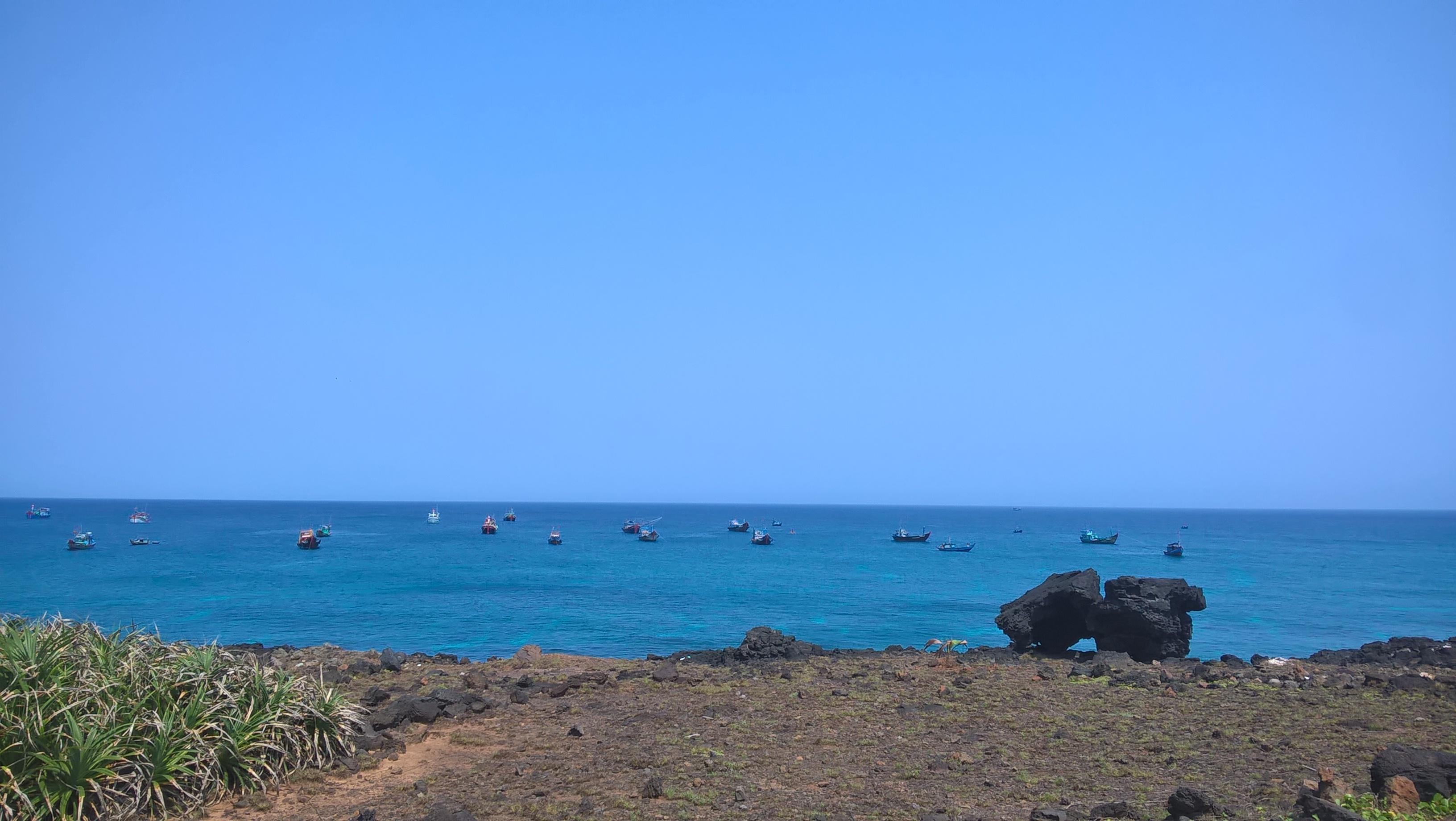 Màu xanh đặc trưng của biển và trời