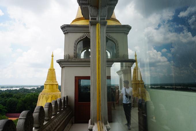 Trên tầng cao nhất, du khách và Phật tử có thể dễ dàng ngắm khung cảnh Sài Gòn và các tỉnh thành lân cận.