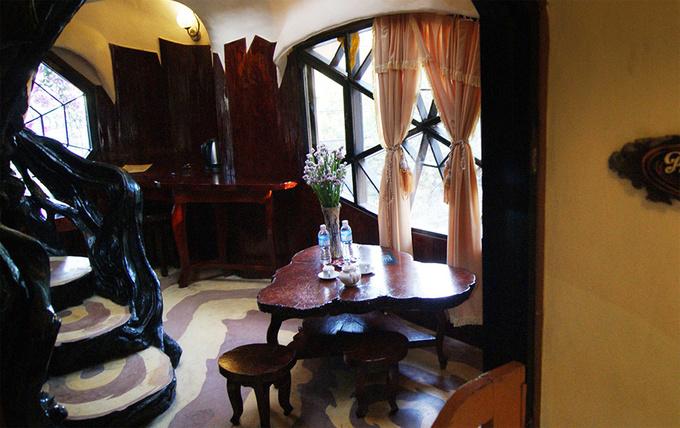 Các du khách có thể trải nghiệm nghỉ đêm trong biệt thự với giá phòng mỗi đêm từ một triệu đồng trở lên.